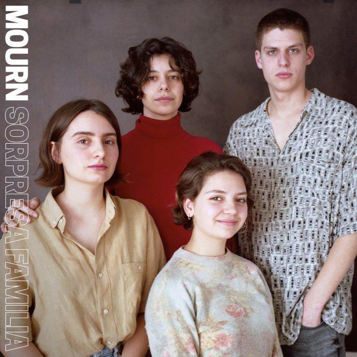 MOURN – Sorpresa Familia